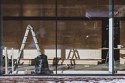 THEMENBILD - Umbauarbeiten in einem Geschäftslokal, aufgenommen am 16. Januar 2021 in Kaprun, Österreich // Reconstruction work in a business property, Kaprun, Austria on 2021/01/16. EXPA Pictures © 2021, PhotoCredit: EXPA/ JFK