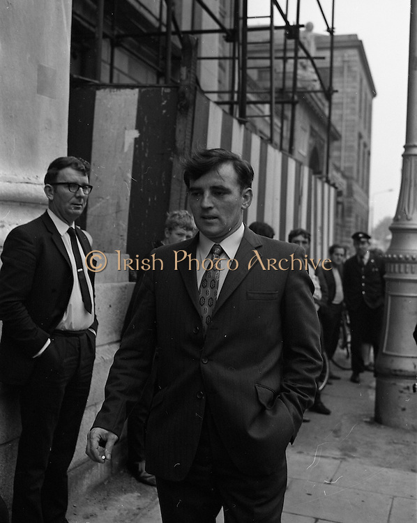 22/9/1970<br /> 9/22/1970<br /> 22 September 1970<br /> <br /> Mr. John Kelly arriving at the Four Courts for the Arms Trial