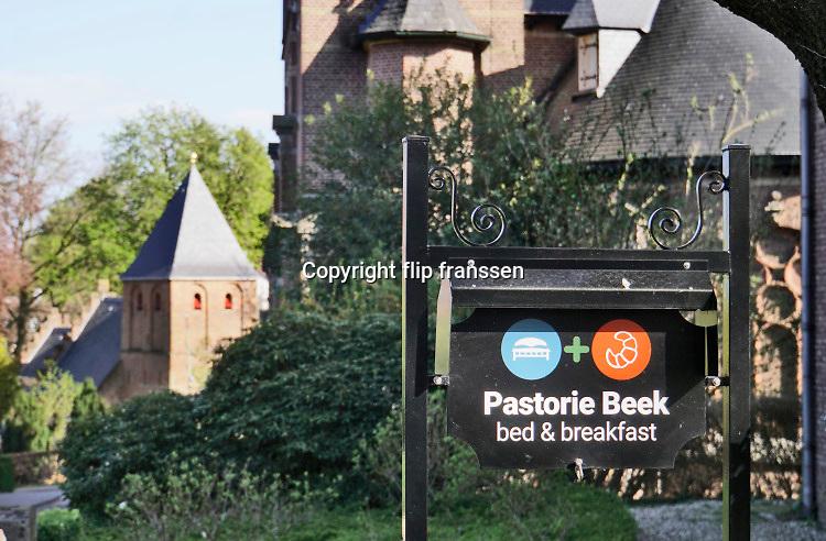 Nederland, Beek, 14-4-2020 Door het coronavirus heeft de toeristensector grote klappen gekregen . Deze bed and breakfast in het centrum van het dorp bij de kerk . heeft daar ook last van . Hij is gevestigd in de oude pastorie . Foto: Flip Franssen