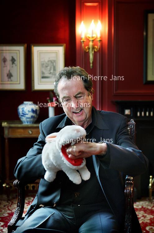 Nederland, Amsterdam , 20 mei 2011..Eric Idle (Durham, 29 maart 1943) is een Engels acteur, komiek en tekstschrijver. Hij is vooral bekend door zijn bijdragen aan Monty Python..In 2005 ging op Broadway de musical Spamalot in première, die door Eric Idle was opgezet en geproduceerd. De musical is gebaseerd op de Monty Python-film Monty Python and the Holy Grail. Eric Idle is goed bevriend met Jon van Eerd. Hij hoopt dat Van Eerd 'zijn rol' in de Nederlandse versie van Spamalot zal vertolken..Foto:Jean-Pierre Jans