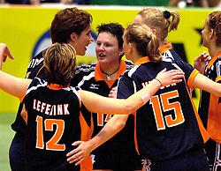 18-06-2000 JAP: OKT Volleybal 2000, Tokyo<br /> Nederland - China 3-0 / Francien Huurman, Riette Fledderus