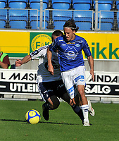 Fotball Tippeligaen 08.08.2010 Molde - Viking<br /> Mattias Mostrøm mot Trond Erik Bertelsen,<br /> Foto: Carl-Erik Eriksson, Digitalsport