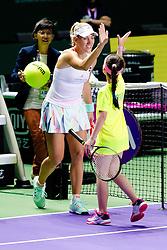 Angelique Kerber w‰hrend ihres Auftakteinzels gegen D. Cibulkova bei den Tennis WTA Finals 2016 in Singapur / 231016 ***Angelique Kerber during her kick-off against Dominika_Cibulkova at the WTA Finals 2016 in Singapore, October 23, 2016 ***