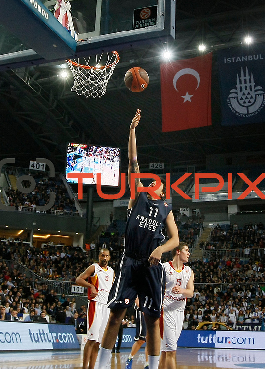 Anadolu Efes's Cenk Akyol (C) during their Turkish Airlines Euroleague Basketball Top 16 Game 1 match Anadolu Efes between Galatasaray at Sinan Erdem Arena in Istanbul, Turkey, Thursday, January 19, 2012. Photo by TURKPIX