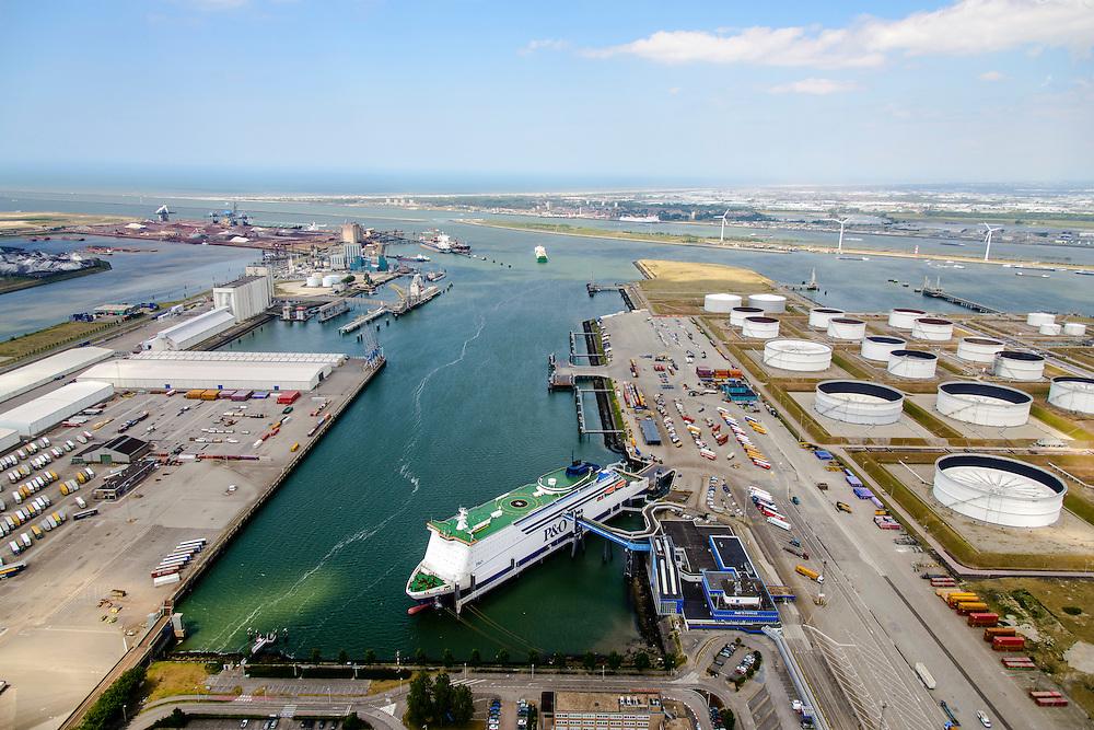 Nederland, Zuid-Holland, Rotterdam, 10-06-2015; Europoort met Beneluxhaven. De cruiseferry Pride of Rotterdam in de voorgrond, vaart dagelijks tussen Rotterdam (Europoort) - Kingston-upon-Hull<br /> Benelux harbour. The cruise ferry Pride of Rotterdam in the foreground, sails daily between Rotterdam (Europoort) - Kingston-upon-Hull<br /> <br /> luchtfoto (toeslag op standard tarieven);<br /> aerial photo (additional fee required);<br /> copyright foto/photo Siebe Swart