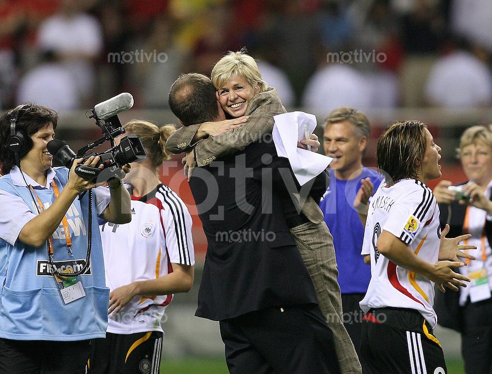 Fussball International Frauen WM China 2007 30.09.2007 - FINALE Deutschland - Brasilien JUBEL GER ; Silvia Neid (mitte)