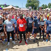 NLD/Amsterdam/20180701 - Evers staat op Run 2018, warmung up deelnemers