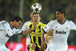30-04-2013 VOETBAL: UEFA CL SEMI FINAL BORUSSIA DORTMUND - REAL MADRID: DORTMUND <br /> Kopfball / Kopfballduell zwischen Pepe (Madrid #3), Robert Lewandowski (Dortmund #9) und Raphael Varane (Madrid #2)<br /> ***NETHERLANDS ONLY***<br /> ©2013-FotoHoogendoorn.nl