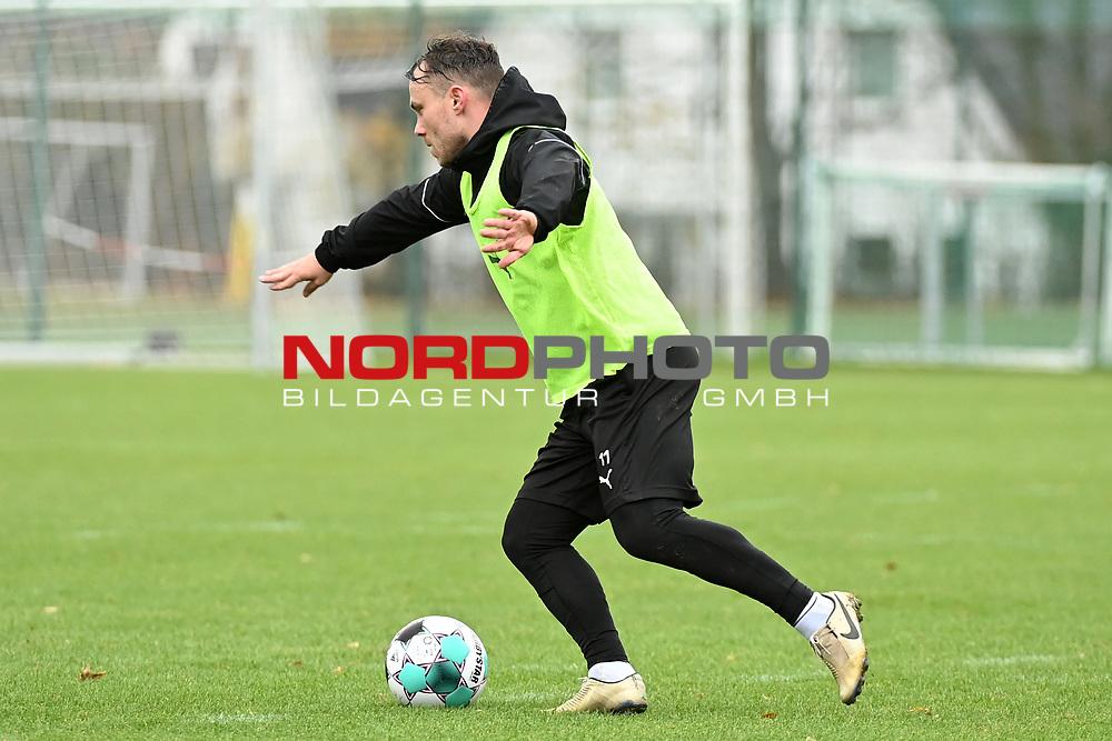 19.11.2020, Sportpark Illoshöhe, Osnabrück, GER, 2. FBL, Training VfL Osnabrück <br /> <br /> im Bild<br /> Nico Granatowski (VfL Osnabrück) am Ball.<br /> <br /> Foto © nordphoto / Paetzel