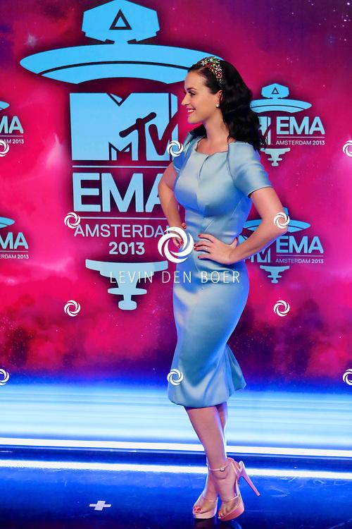 AMSTERDAM - In de studio's van Endemol is de rode loper uitgerold voor de 20ste MTV EMA Awards 2013. Met hier op de rode loper  Katy Perry. FOTO LEVIN DEN BOER - PERSFOTO.NU