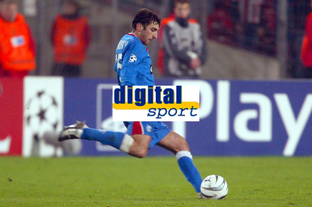Fotball<br /> UEFA Champions League 2003/2004<br /> Foto: Digitalsport<br /> Norway Only<br /> <br /> 031126 - VFB STUTTGART v RANGERS GLASGOW<br /> ZURAB KHIZIANISHVILI (RAN)<br /> PHOTO LAURENT BAHEUX