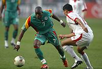 FOOTBALL - AFRICAN NATIONS CUP 2004 - 1/4 FINAL - 040207 - TUNISIA v SENEGAL - HENRI CAMARA (SEN) / ANIS AYARI (TUN) - PHOTO JEAN MARIE HERVIO / FLASH PRESS<br />  *** Local Caption *** 40001038