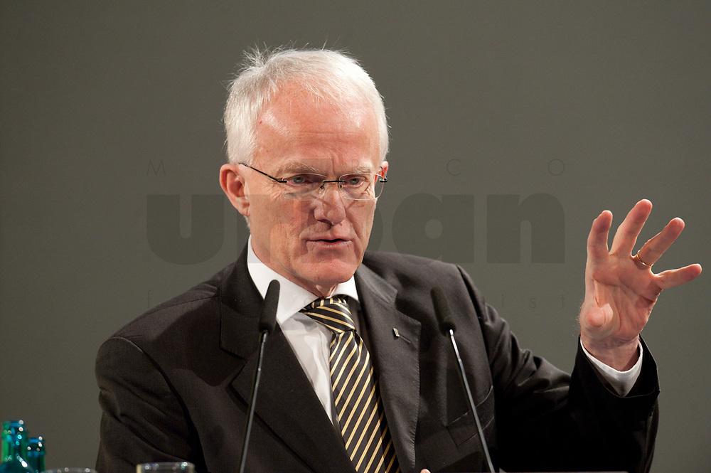 """11 JAN 2010, KOELN/GERMANY:<br /> Dr. Juergen Ruettgers, CDU, Ministerpraesident Nordrhein-Westfalen, dbb Jahrestagung """"Europa nach Lissabon - Fit fuer die Zukunft?"""", Messe Koeln<br /> IMAGE: 20100111-01-098<br /> KEYWORDS: Jürgen Rüttgers"""
