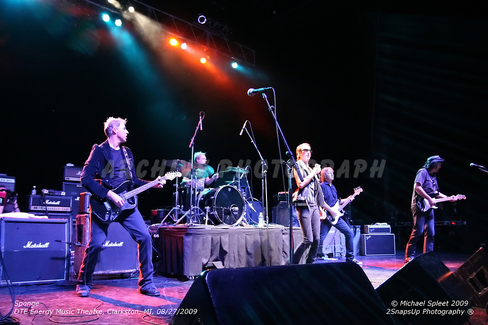 CLARKSTON, MI, THURSDAY, AUG. 27, 2009: Sponge,  at DTE Energey Music Theatre, Clarkston, MI, 08/27/2009. (Image Credit: Michael Spleet / 2SnapsUp Photography)