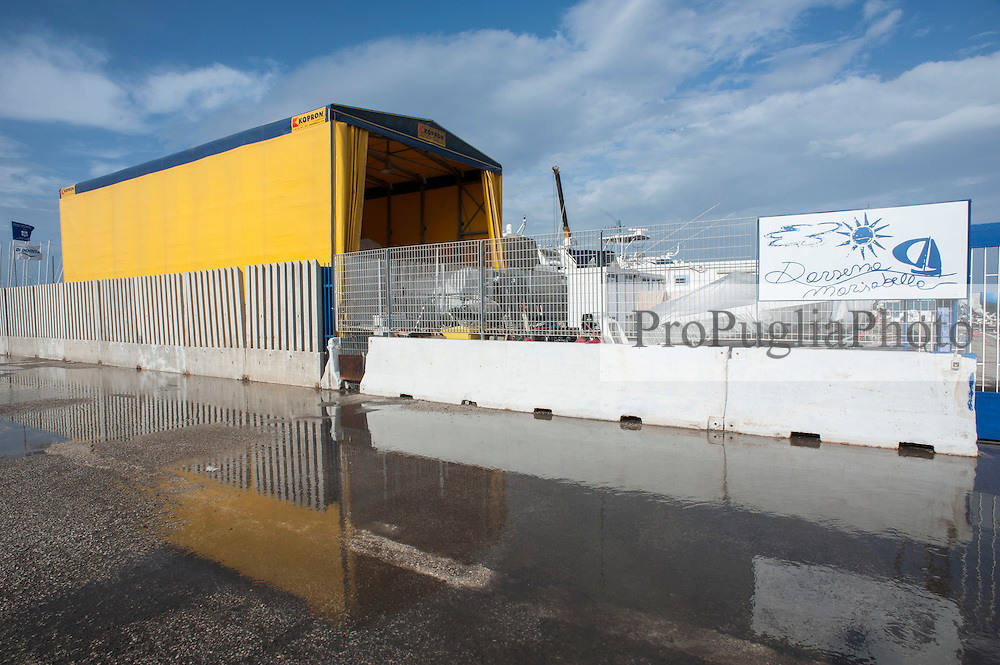 Bari, A Vele Spiegate.<br /> Cantiere Nautico specializzato su imbarcazioni a Vele. Localizzato nel Porto di Bari, Colmata Marisabella.<br /> Refernte sig. Lorusso Andrea, tel +39 339 206 2954 - email info@velespiegate.com - www.avelespiegate.com