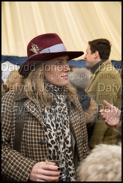 REBECCA FARRER, The Heythrop Hunt Point to Point. Cockle barrow. 25 January 2015