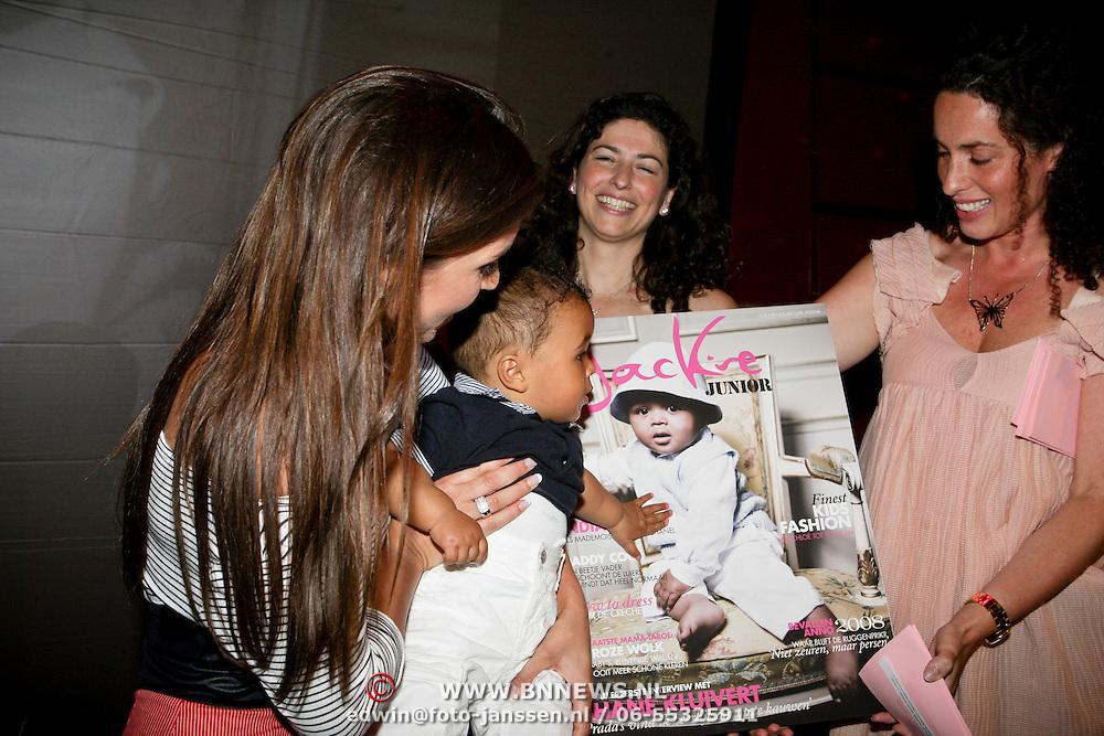 NLD/Amsterdam/20080612 - Presentatie nieuw blad Jackie Junior, Rosanna Lima en zoon Shane onthullen het blad met Femmetje de Wind