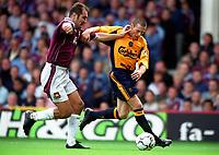 Nick Barmby (Liverpool) Igor Stimac (West Ham United). West Ham United 1:1 Liverpool, F.A. Carling Premiership, 17/9/2000. Credit: Colorsport / Stuart MacFarlane.