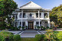 Kiew Kai Ka restaurant in Phuket focuses on traditional Thai cuisine. It is possible that the place's claim to fame is rather the Sino-Portuguese architectural style of its fabulous building, once known as Ang Mor Lao House. The architecture reflects the influence of Penang and also Phuket's wealth during its tin mining heyday. Inside, vintage furniture, decorative stucco curlicues, and hand-crafted and carved doors exude an ambiance from the last century.