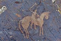 Mongolie, province de Bayan-Ulgii, région de l'ouest, Parc national de Tavan Bogd, petroglyphes dans les montagnes de l'Altai Mongol représentant un joueur de Polo // Mongolia, Bayan-Ulgii province, western Mongolia, National Parc of tavan Bogd, petroglyphes in the Mongolian Altai mountains depicting a polo player man