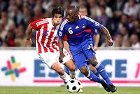 Fotball<br /> Frankrike v Paraguay<br /> Foto: Dppi/Digitalsport<br /> NORWAY ONLY<br /> <br /> FOOTBALL - FRIENDLY GAME 2007/2008 - FRANCE v PARAGUAY - 31/05/2008 - CLAUDE MAKELELE (FRA) / VICTOR CACERES (PAR)