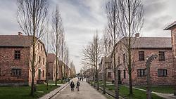 THEMENBILD - Das Stammlager Auschwitz I gehörte neben dem Vernichtungslager KZ Auschwitz II–Birkenau und dem KZ Auschwitz III–Monowitz zum Lagerkomplex Auschwitz und war eines der größten deutschen Konzentrationslager. Es befand sich zwischen Mai 1940 und Januar 1945 nach der Besetzung Polens im annektierten polnischen Gebiet des nun deutsch benannten Landkreises Bielitz am südwestlichen Rand der ebenfalls umbenannten Kleinstadt Auschwitz (polnisch Oświęcim). Teile des Lagers sind heute staatliches polnisches Museum bzw. Gedenkstätte. Im Bild die Haupstraße des Lagers, aufgenommen am 11.04.2018, Oswiecim, Polen // Auschwitz concentration camp was a network of concentration and extermination camps built and operated by Nazi Germany in occupied Poland during World War II. It consisted of Auschwitz I (the original concentration camp), Auschwitz II–Birkenau (a combination concentration/extermination camp), Auschwitz III–Monowitz (a labor camp to staff an IG Farben factory), and 45 satellite camps. Concentration camp Auschwitz I, Oswiecim, Poland on 2018/04/11. EXPA Pictures © 2018, PhotoCredit: EXPA/ Florian Schroetter