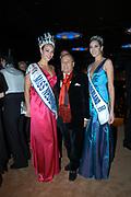 Miljonair Fair 2004 - Ondernemen is topsport<br /> De derde Miljonair Fair 2004, van 10 t/m 12 december in de RAI Amsterdam, was een daverend succes! Vier dagen lang sprankelende luxe op 20.000 vierkante meter RAI.<br /> Op de foto Joop Braakhekken en de twee Miss Nederland 2003-2004