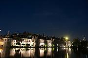 Het Binnenhof is het politieke centrum van Nederland. Het gebouwencomplex Binnenhof huisvest de Staten-Generaal, het ministerie van Algemene Zaken en het torentje van de premier. Het oudste gebouw is de 13e-eeuwse gotische ridderzaal.