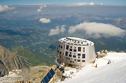 THEMENBILD - Gouter-Hütte (Refuge du Gouter 3835 m) at Mont Blanc. Der Mont Blanc ist mit 4810 m Höhe der höchste Berg der Alpen und der Europäischen Union. Aufgenommen am 07.08.2018 in Chamonix, Frankreich // Gouter Hut at Mont Blanc. Mont Blanc (4810m) is the highest Mountain of the Alps and the European Union. Chamonix, France on 2018/08/07. EXPA Pictures © 2018, PhotoCredit: EXPA/ Michael Gruber