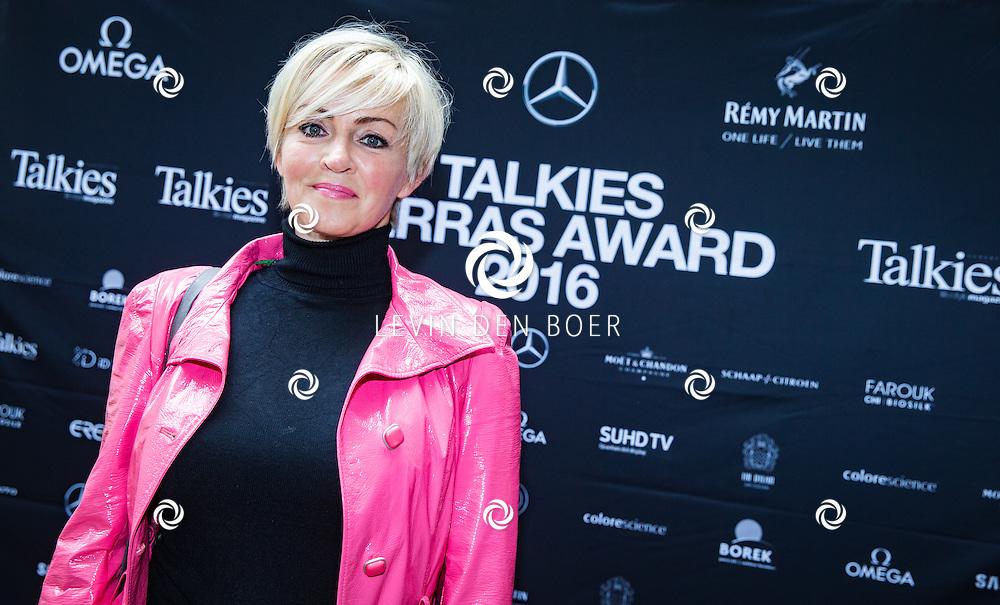 AMSTERDAM - In The Dylan zijn de Talkies Terras Awards uitgereikt voor beste terras 2016. Met hier op de foto Eva Lone van Roosendaal. FOTO LEVIN & PAULA PHOTOGRAPHY VOF