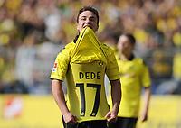 Fotball<br /> Tyskland<br /> 02.04.2011<br /> Foto: Witters/Digitalsport<br /> NORWAY ONLY<br /> <br /> 1:1 Jubel Mario Goetze (Dortmund) mit der Rueckennummer von Dede unterm Trikot<br /> Bundesliga, Borussia Dortmund - Hannover 96