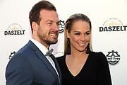 Linda Fäh mit ihrem Mann Marco Dätwyler anlässlich der Gala von DAS ZELT 2018