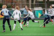 LAREN -  Hockey Hoofdklasse Dames: Laren v Pinoké, seizoen 2020-2021. Foto: Kiki Rozemeijer (Pinoké) en Macey de Ruiter (Laren, captain)
