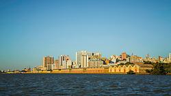 """PORTO ALEGRE, RS, BRASIL, 11-06-2016, 16h13'27"""": Vsta da cidade a partir do rio Guaíba, durante velejada com o Lord Marabu. (Foto: Gustavo Roth) *** CRÉDITO OBRIGATÓRIO - CREDIT MANDATORY ***"""