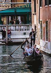 THEMENBILD - ein Gondolier mit seinem venezianischen Boot (Gondel) fährt Gäste auf den Wasserstraßen durch die Altstadt von Venedig, aufgenommen am 05. Oktober 2019 in Venedig, Italien // gondolier with their Venetian boat (gondola) on the Canal Grande, in Venice, Italy on 2019/10/05. EXPA Pictures © 2019, PhotoCredit: EXPA/Stefanie Oberhauser