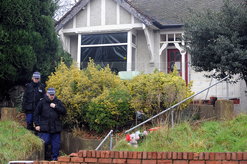 © Licensed to London News Pictures. 06/01/2016<br /> Police search team at the property.<br /> Ex-Eastenders actress Sian Blake's home in Erith,Kent has turned into a crime scene (06.01.2016) with officers from the Met's Homicide and Major Crime Command leading the murder investigation.<br /> <br /> (Byline:Grant Falvey/LNP)
