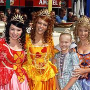 NLD/Amsterdam/20060715 - Premiere K3 en de IJsprinses film, cast, K3 en Laureen Poelemans
