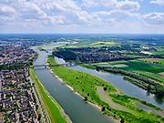 Nederland, Overijssel, Gemeente Deventer, 21–06-2020; rivier de IJssel bij Deventer, zicht op uiterwaardengebied de Ossenweerd (re) en de spoorbrug met daar achter de Wilhelminabrug. Rechts tussen beide bruggen de wijk De Worp.<br /> River IJssel near Deventer, view of the Ossenweerd (r) floodplain area and the railway bridge with the Wilhelminabrug behind it. De Worp district on the right between the two bridges.<br /> luchtfoto (toeslag op standaard tarieven);<br /> aerial photo (additional fee required)<br /> copyright © 2020 foto/photo Siebe Swart