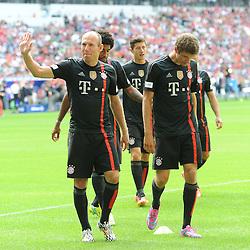 09.08.2014, Allianz Arena, Muenchen, GER, 1. FBL, FC Bayern München, Teampräsentation, im Bild vl. Arjen Robben (FC Bayern Muenchen) und Thomas Mueller (FC Bayern Muenchen) // during the Team Presentation of German Bundesliga Club FC Bayern Munich at the Allianz Arena in Muenchen, Germany on 2014/08/09. EXPA Pictures © 2014, PhotoCredit: EXPA/ Eibner-Pressefoto/ Stuetzle<br /> <br /> *****ATTENTION - OUT of GER*****