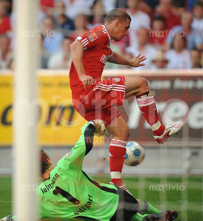 Fussball  Bundesliga   Saison 2008/2009  34. Spieltag FC Bayern Muenchen - VfB Stuttgart 23.05.2009 Jens Lehmann (Vfb links) gegen Lukas Podolski (FCB)