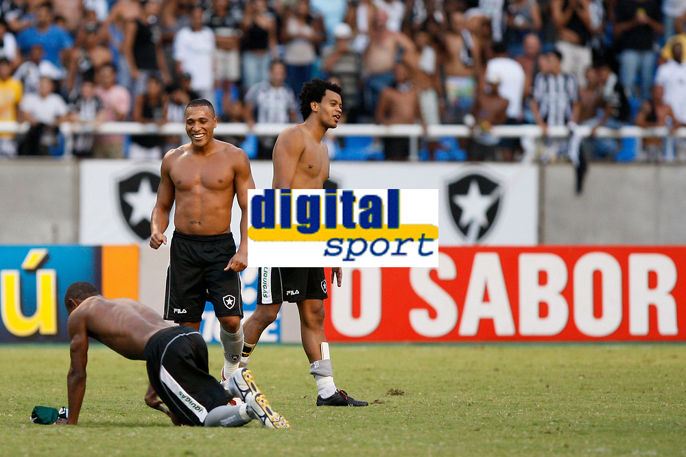 20091206: RIO DE JANEIRO, BRAZIL - Botafogo vs Palmeiras: Brazilian League 2009. In picture: Botafogo players and staff celebrate victory and consecutive staying on the Brazilian First League. PHOTO: CITYFILES