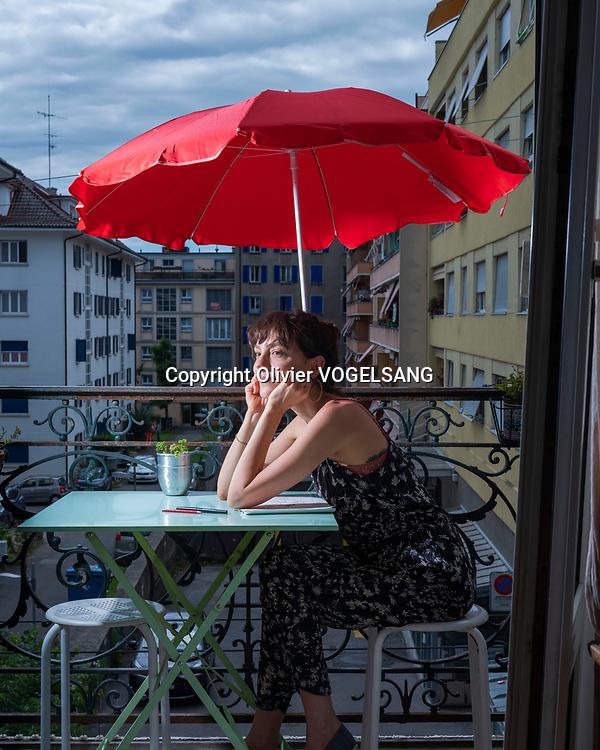 Lausanne, 8 juillet 2020. Louisa Becquelin , alias Louiza chez elle. Dessinatrice, illustration, graphisme. © Olivier Vogelsang