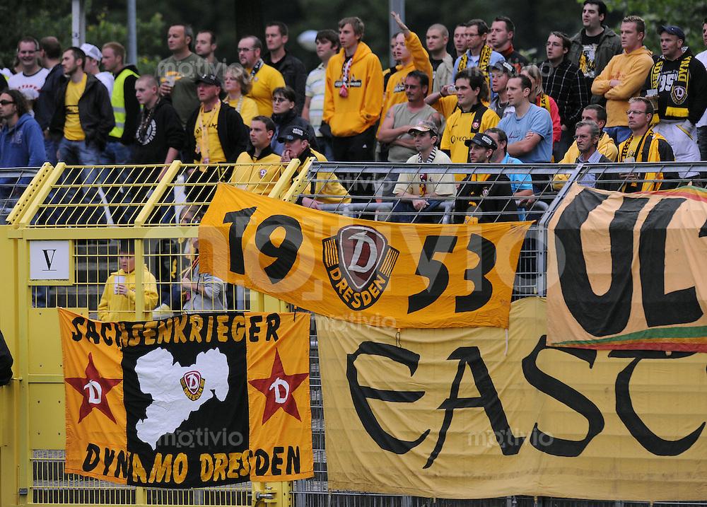 Fussball  TestspielSaison   2009/2010   08.07.2008 SSV Reutlingen - Dynamo Dresden DYNYMO FANS beim Auswaertsspiel in Reutlingen, frueher gefuerchtet heute harmlos??