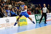 DESCRIZIONE : Capo dOrlando Lega A BEKO 2015-16 Betaland Orlandina Basket Banco di Sardegna Sassari  <br /> GIOCATORE :  David Logan<br /> CATEGORIA :  Equilibrio Curiosita<br /> SQUADRA : Banco di Sardegna Sassari <br /> EVENTO : Campionato Lega A BEKO 2015-2016 <br /> GARA : Betaland Orlandina Basket Banco di Sardegna Sassari<br /> DATA : 30/11/2015<br /> SPORT : Pallacanestro <br /> AUTORE : Agenzia Ciamillo-Castoria/G. Pappalardo <br /> Galleria : Lega Basket A BEKO 2015-2016 <br /> Fotonotizia : Capo dOrlando Lega A BEKO 2015-16 Betaland Orlandina Basket Banco di Sardegna Sassari