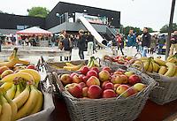 AMSTERDAM - Hockey - Clubhuis AthenA met gezonde sportkantine (fruit) Interland tussen de vrouwen van Nederland en Groot-Brittannië, in de Rabo Super Serie 2016 .  COPYRIGHT KOEN SUYK