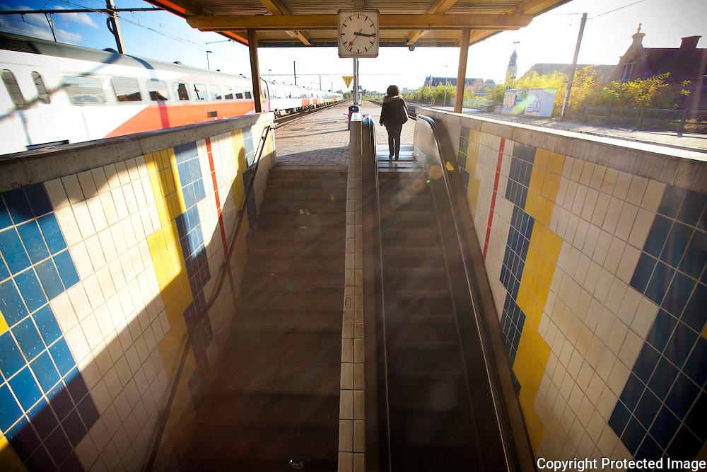 368423-reportage over verloedering van Mechelen-Nekkerspoel station-