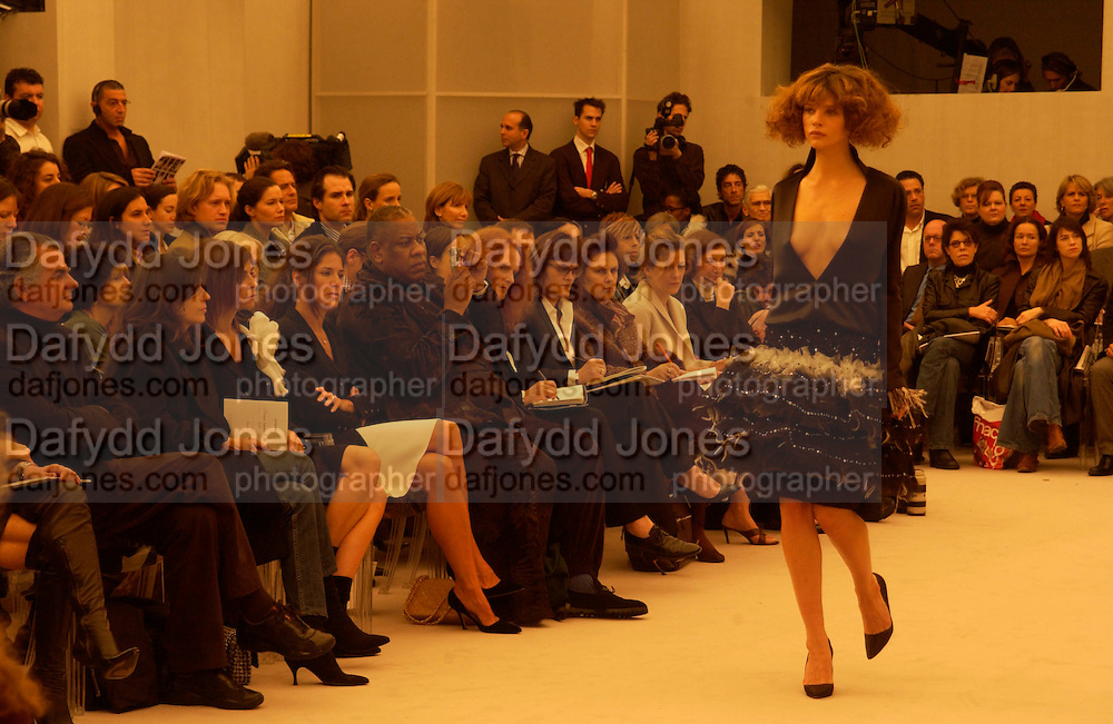 Andre Leon Talley, Chanel couture show, Paris 20 January 2004. © Copyright Photograph by Dafydd Jones 66 Stockwell Park Rd. London SW9 0DA Tel 020 7733 0108 www.dafjones.com