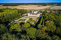 France, Loiret (45), Chilleurs-aux-Bois, château de Chamerolles, propriété du département du Loiret (vue aérienne) // France, Loiret (45), Chilleurs-aux-Bois, Chamerolles castle, property of the Loiret department (aerial view)