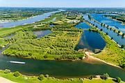 Nederland, Noord-Brabant, Maren-Kessel, 13-05-2019; Lithse Ham, ingang kanaal van Sint-Andries, verbinding tussen Waal (links) en Maas. Op de landengte ligt ook Fort Sint-Andries. In het kader van het Maasoeverpark, zal er een ontwikkeling plaatsvinden van een landschapspar. Daarin ruimte voor de natuur, de landbouw en  'ruimte voor de rivier'  (bescherming tegen hoogwater door waterstandverlaging).<br /> Heerewaarden, where the river Maas (Meuse, right) and Waal almost touch, divided bij a isthmus. In to the canal the lock of St. Andries and an old fortress. <br /> Part of Maasoeverpark, development of a landscape park in which space for nature is combined with 'space for the river', protection against high water by lowering the water level.<br /> aerial photo (additional fee required);<br /> luchtfoto (toeslag op standard tarieven);<br /> copyright foto/photo Siebe Swart