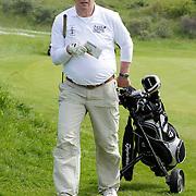 NLD/Zandvoort/20120521 - Donmasters 2012 golftoernooi, Willem van Hanegem aan het golfen